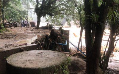 Creciente súbita del Rio Hacha, afectó el sistema de captación y el tanque desarenador, en la bocatoma Caraño.