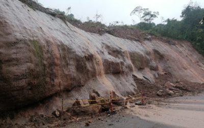 Deslizamiento de rocas y lodo en el sector de Villa Marta, afectó la tubería de aducción de 24 pulgadas que conduce agua cruda de la bocatoma Caraño a la planta de tratamiento el Diviso
